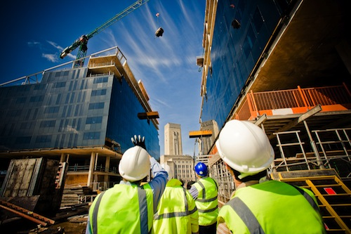 /public/casaeclima/anteprime/building-under-construction-with-workers-shutterstock_57862405.jpg